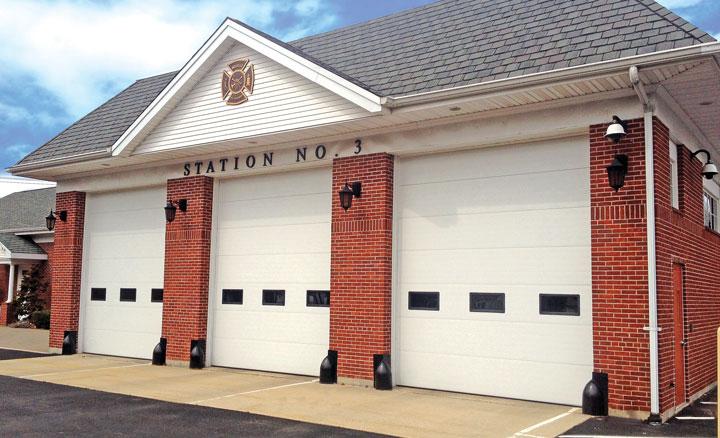 Raynor ThermaSeal® TM300 Sectional Garage Doors